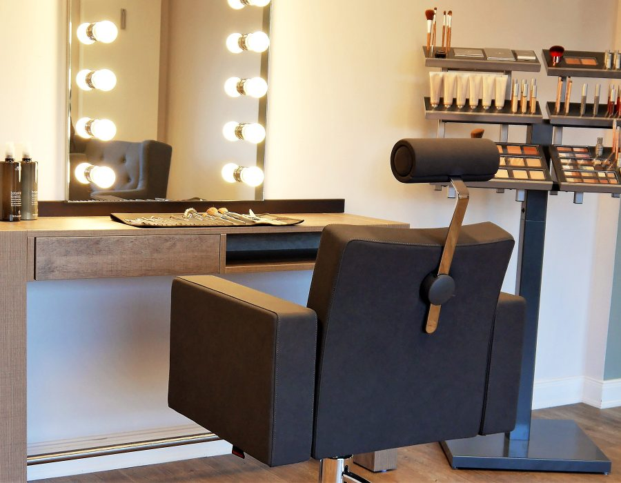 DAMEN<br>Styling & Make-Up Service